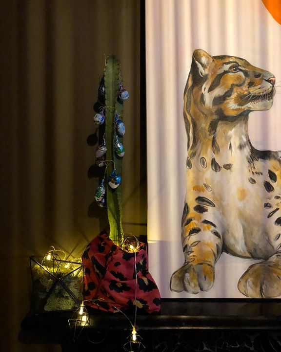 picture of Felidae-Big cats-Tiger-Carnivore-Bengal tiger-Interior design-Plant-Whiskers-Figurine-33014-58716