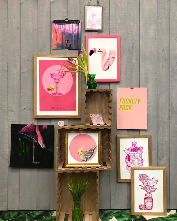 picture of Pink-Picture frame-Magenta-Room-Visual arts-Plant-Flower---1689250241236121