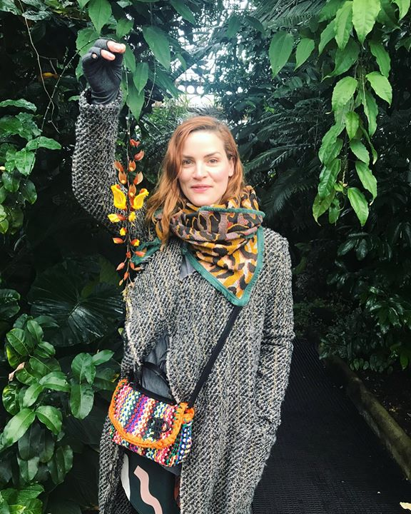 picture of Scarf-Clothing-Green-Stole-Lady-Street fashion-Shawl-Shoulder-Fashion-1431119987049149