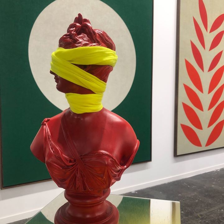 picture of Sculpture-Red-Art-Finial-Statue-Modern art-Turban-Nonbuilding structure-Ice cream-61023-59042