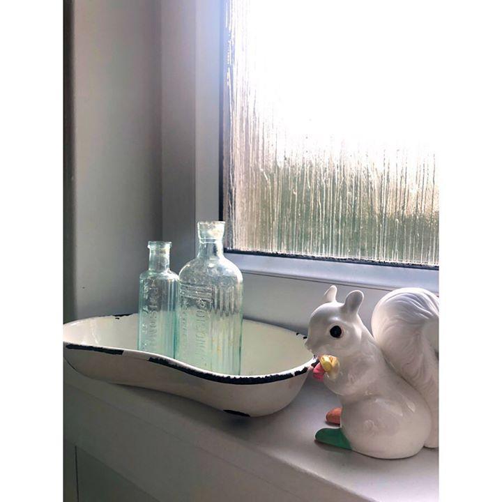 picture of Shelf-Table-Interior design-Furniture-Glass-Desk----1585106521650494
